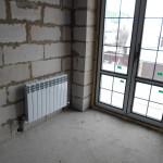Установка радиатора у балконной двери